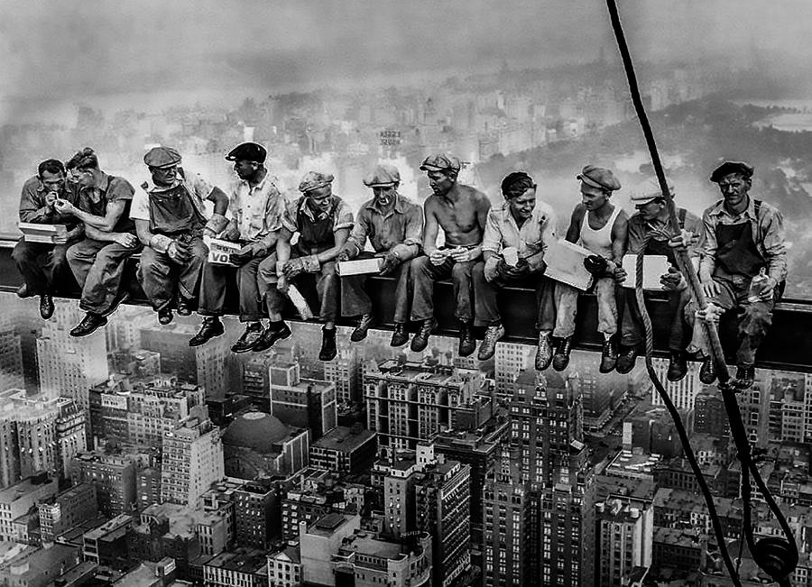 lunch-atop-a-skyscraper