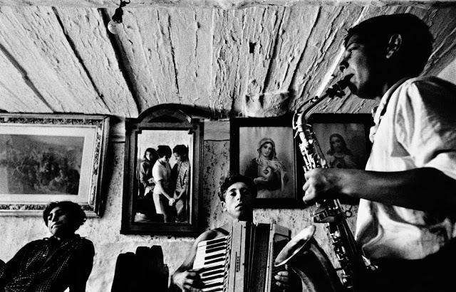 CZECHOSLOVAKIA. Slovakia. Velka Lomnica. 1963. Gypsies.