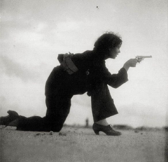 gerda-taro-mujer-miliciana-barcelona-1936