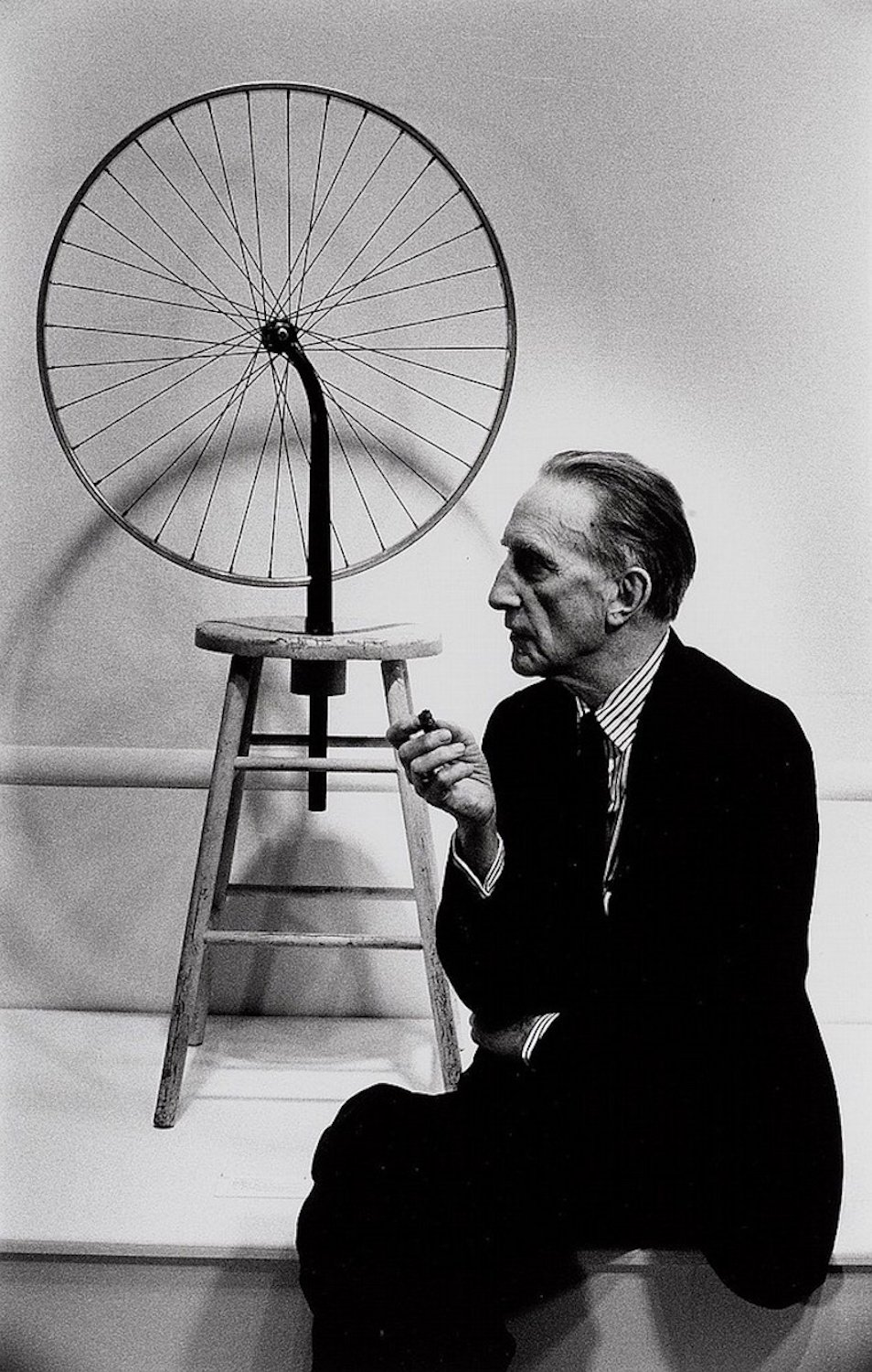 Marcel_Duchamp_with_Bicycle_Wheel_org