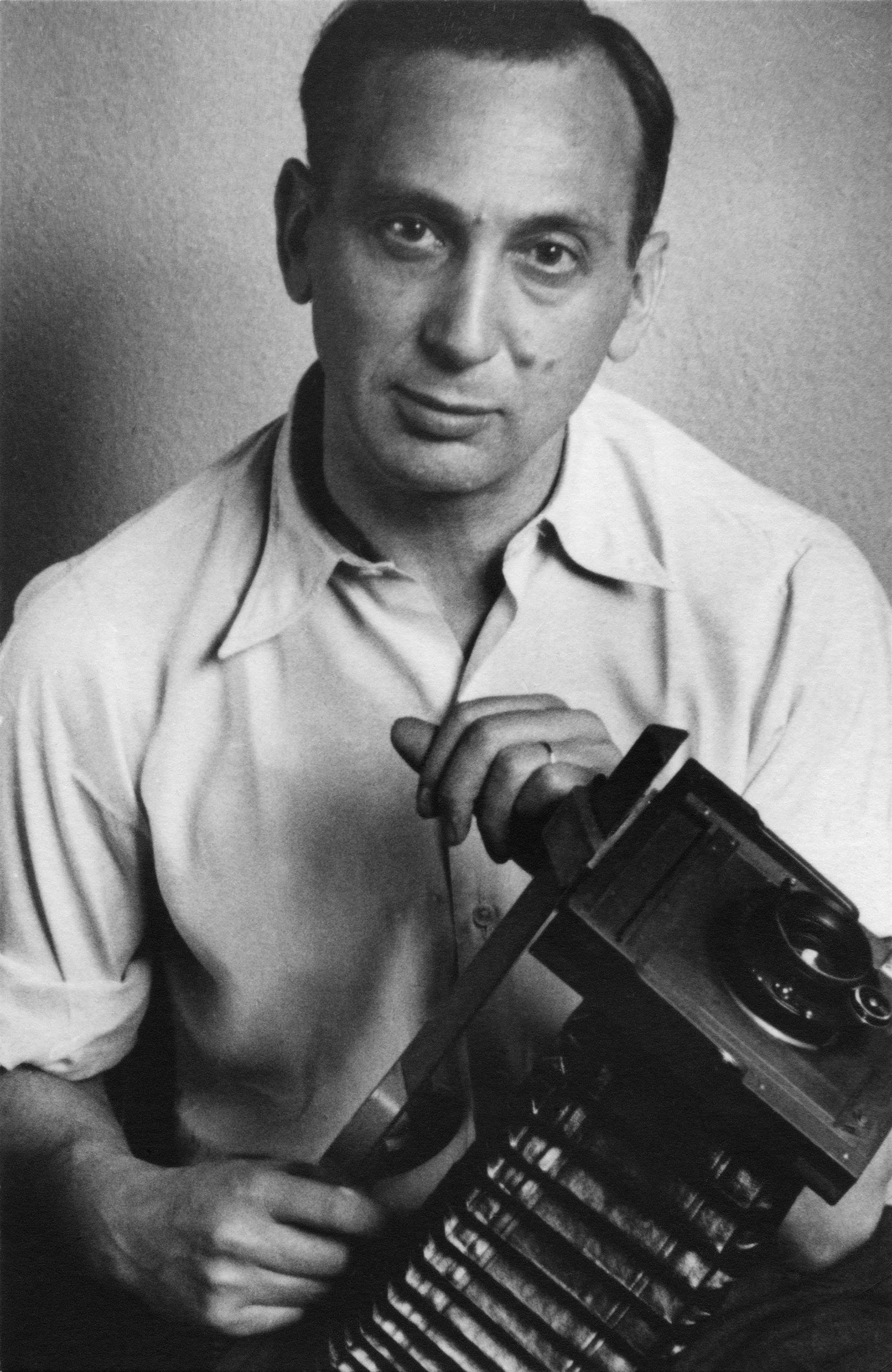 andre_kertesz self portrait with camera 1936